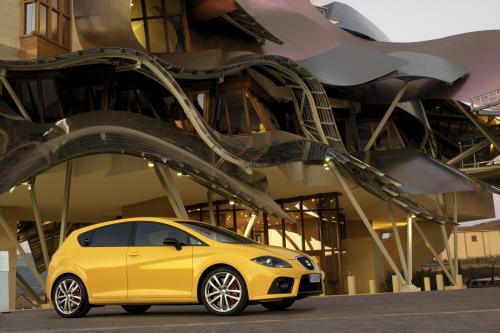 """SEAT Leon был выбран как """"лучший автомобиль 2009 года"""" по итогам народного голосования из auto motor und sport читателей"""