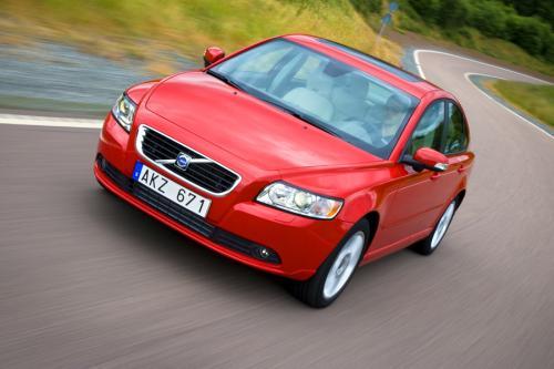 Гладкая коробка передач Powershift снижается расход топлива на 8 процентов, в Volvo C30, S40 и V50