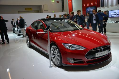 Тесла модель s – тюнингованный автомобиль был представлен во Франкфурте. Фотографии
