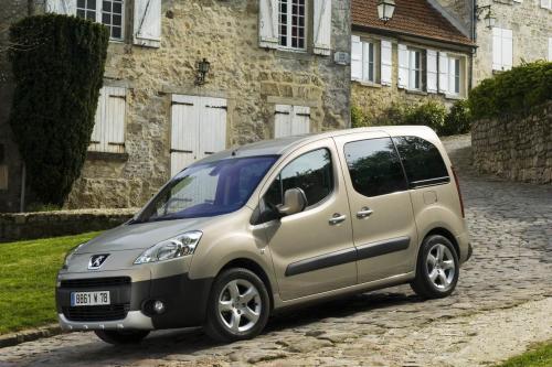 Peugeot Partner Tepee позволяет всей семье наслаждаться свободой открытой дороге