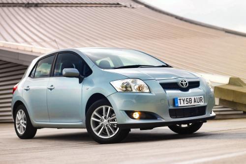 Toyota Auris приобретает окружающей среды края