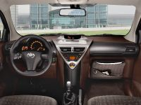 Toyota Avensis, Urban Cruiser and iQ, 4 of 10