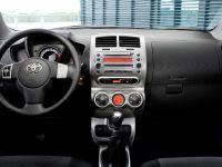 Toyota Avensis, Urban Cruiser and iQ, 2 of 10