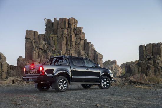 Toyota HiLux Black Edition