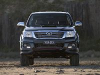 Toyota HiLux Black Edition , 1 of 6