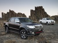 Toyota HiLux Black Edition , 3 of 6