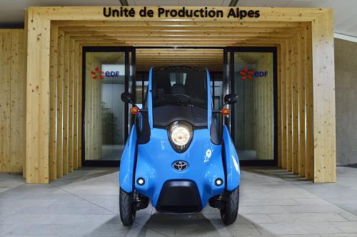 Тойота я-дорога приносит нулевым уровнем выбросов автомобилей в Европе