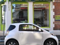 Toyota iQ-Smallest And Safest, 1 of 5
