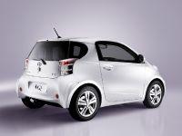 Toyota iQ, 2 of 5
