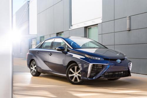 Тойота Мирай достигает максимальной мощности выше 100квт