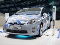 thumbnail image of Toyota Prius plug-in hybrid Paris 2010