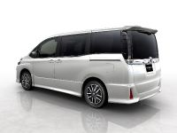 Toyota Voxy Concept, 2 of 2