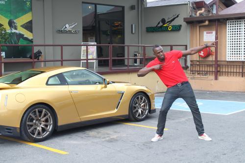 Усэйн Болт Золотой Nissan GT-R