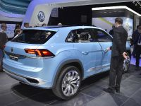 thumbnail image of Volkswagen Cross Coupe GTE Detroit 2015