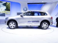 thumbnail image of 2010 Volkswagen Touareg Hybrid Geneva