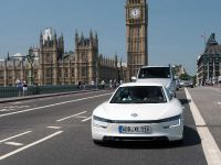 Volkswagen XL1 in London, 2 of 29