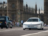 Volkswagen XL1 in London, 7 of 29