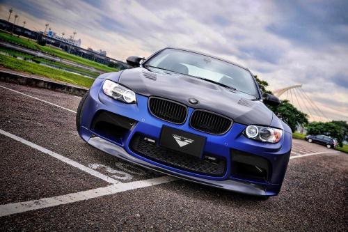Синий BMW M3 GTRS3, Vorsteiner