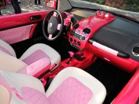 Volkswagen Beetle Convertible Barbie Edition, 3 of 4